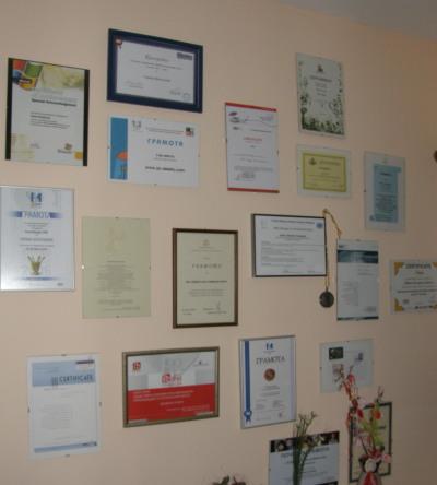 стената на славата в наѿия офис