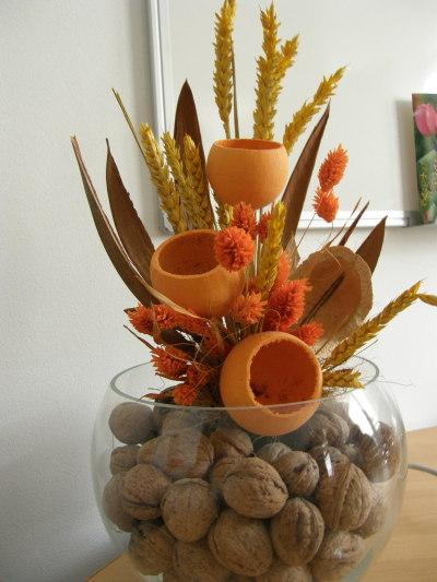 купата с цветя и орехи